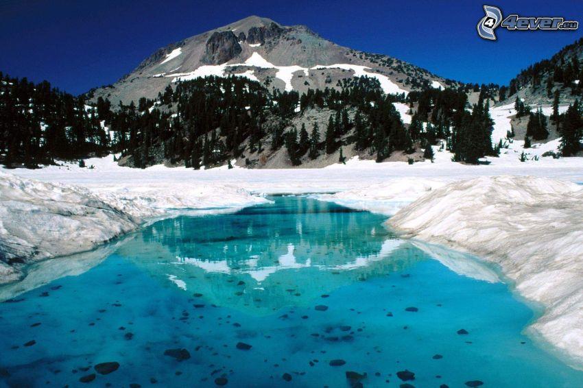 Lassen Volcanic National Park, invierno, montañas, lago de montaña, lago azul