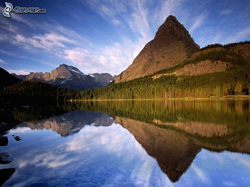 montaña, Lago en el bosque, nivel de aguas tranquilas, reflejo, cielo, bosques de coníferas