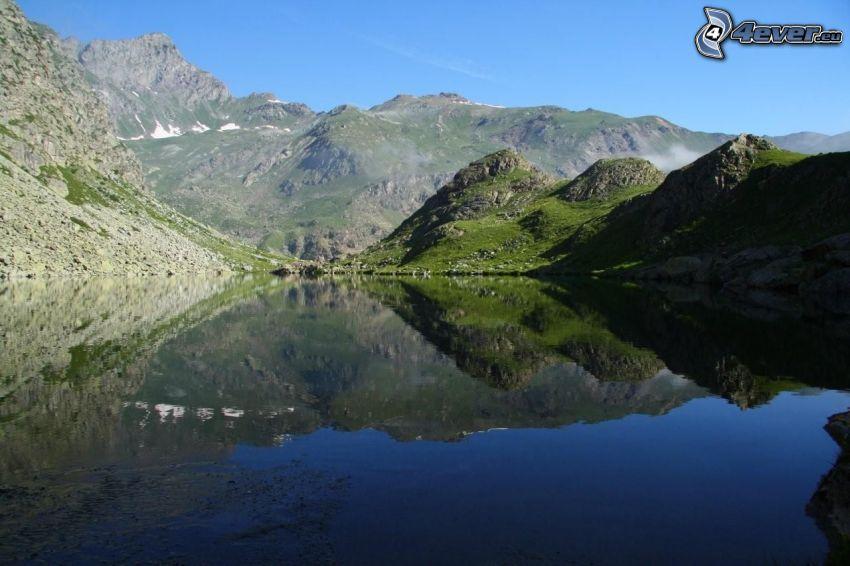 montaña rocosa, lago