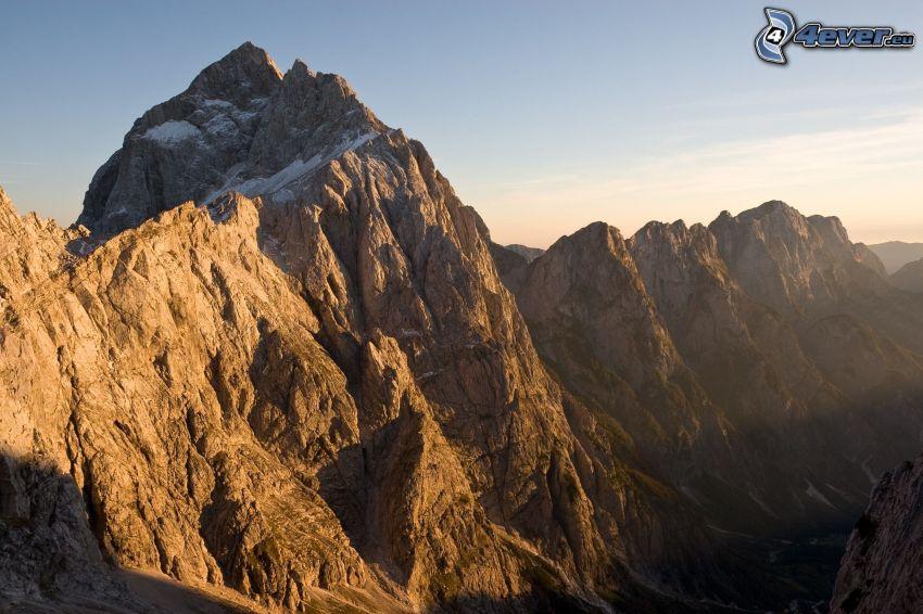 montaña rocosa