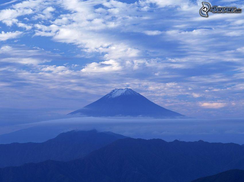 monte Fuji, montañas en las nubes