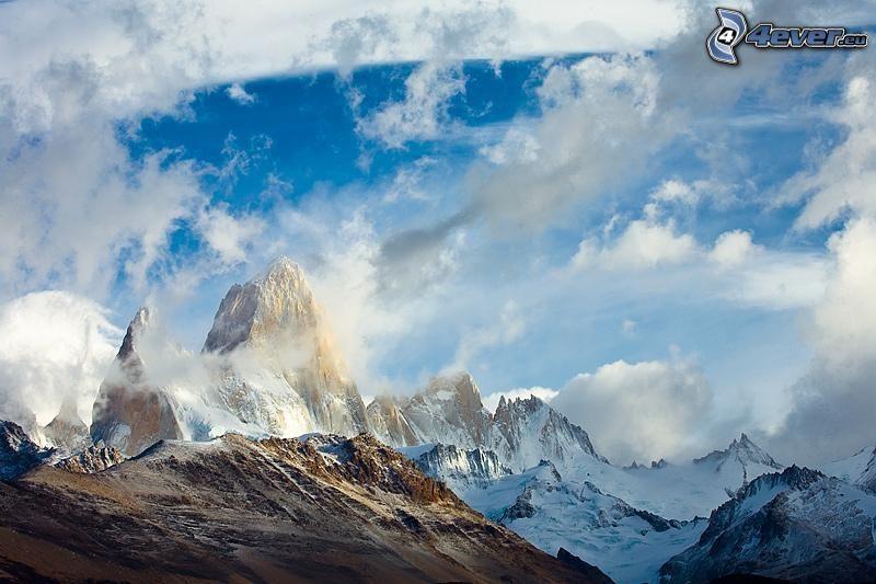 Patagonia, montañas nevadas, nubes