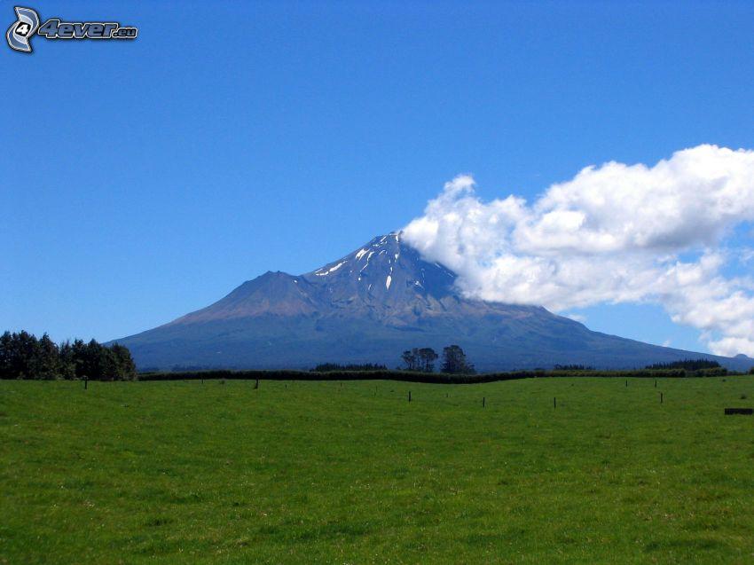 Taranaki, nubes, prado