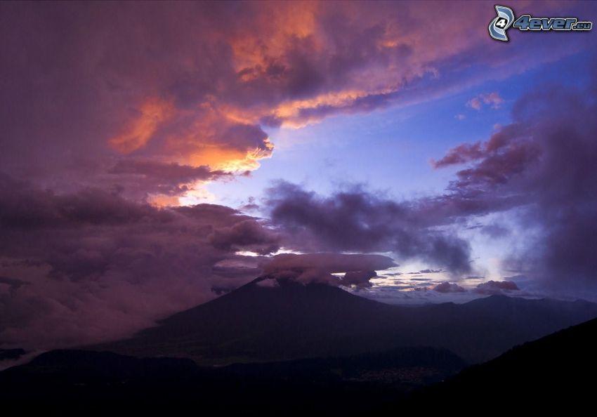 monte Fuji, nubes oscuras