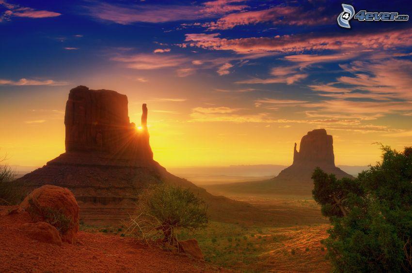 Monument Valley, puesta del sol, cielo