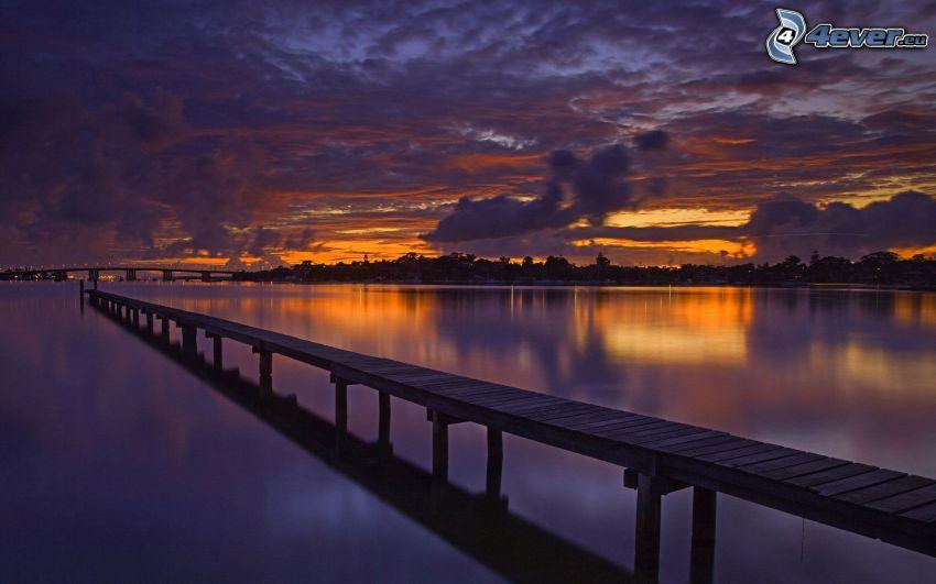 muelle de madera, lago, atardecer, después de la puesta del sol, nubes