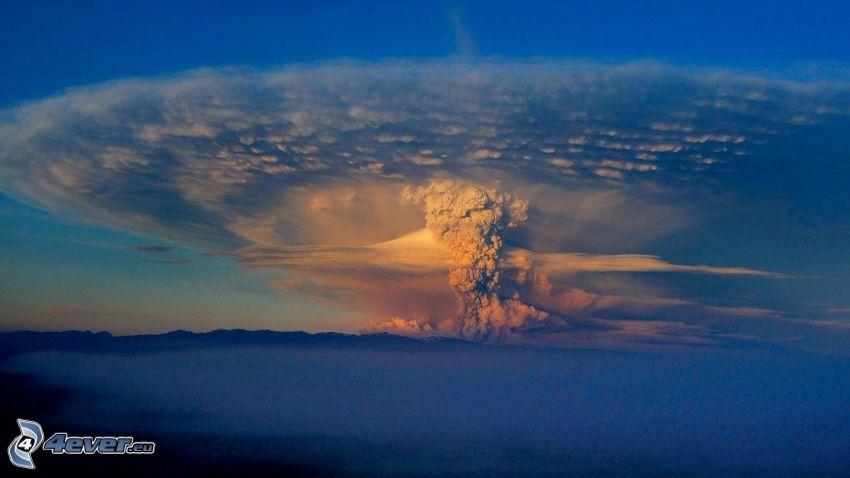 nube volcánica, erupción de volcán