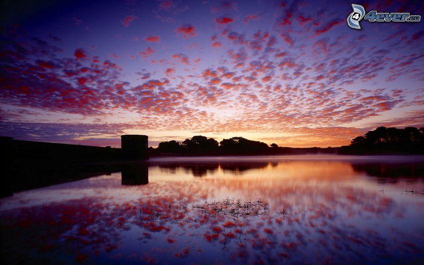 cielo púrpura, lago, nivel de aguas tranquilas
