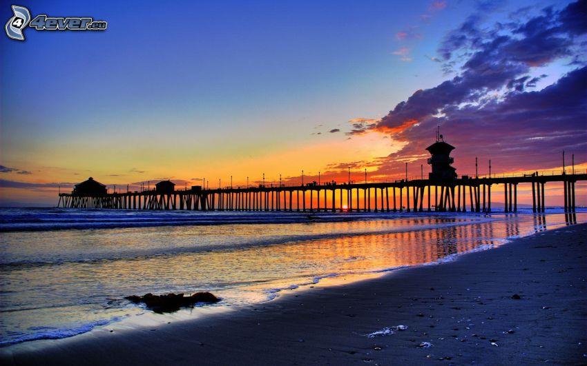 Huntington Beach Pier, California, puesta de sol en el mar
