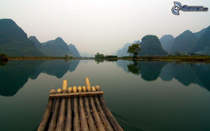 lago, colina, reflejo, barco en el río, China