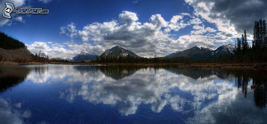 lago, colinas cubiertas de nieve, nubes, reflejo