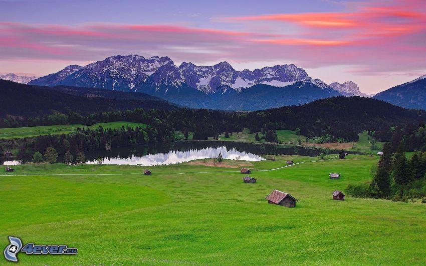 montaña nevada, lago, prado, bosque, cielo