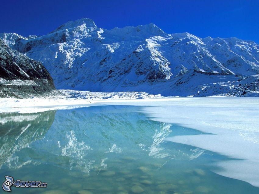 montañas nevadas, lago