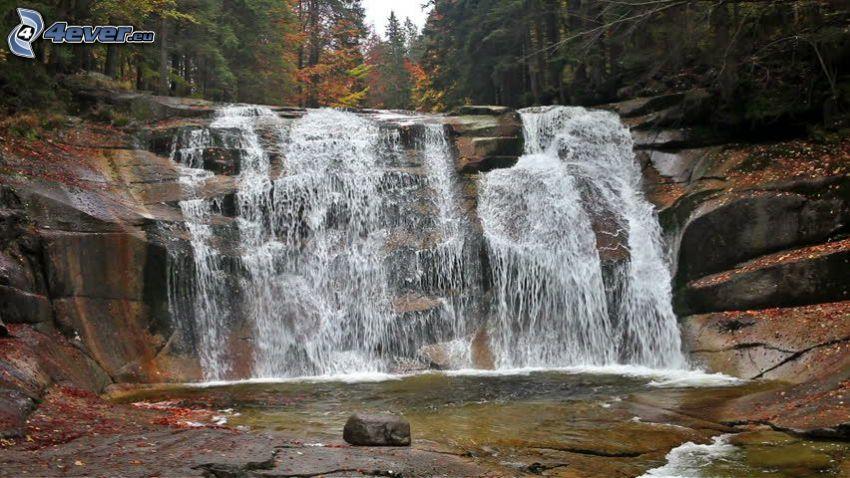 Mumlavský cascada, río