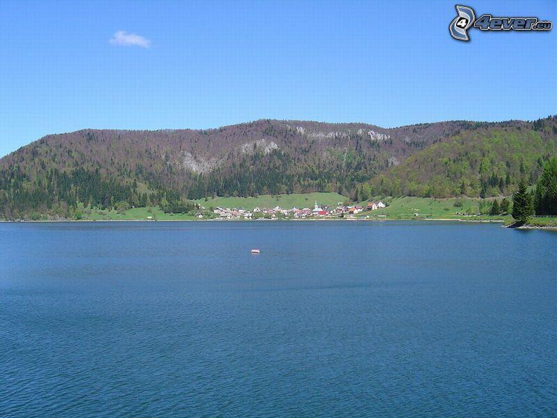 Palcmanská Maša, presa, Pueblo junto al lago, casas