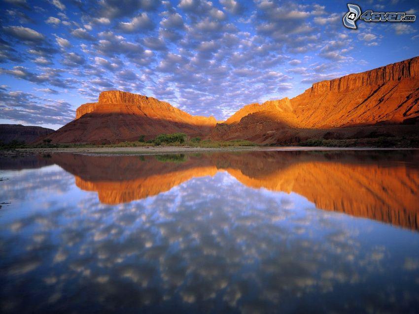 río Colorado, nivel de aguas tranquilas, nubes