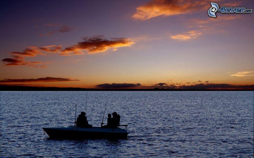 pescadores, después de la puesta del sol