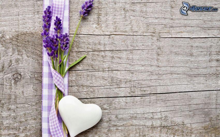 lavanda, corazón, pared de madera