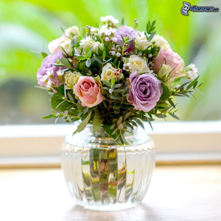 ramo, flores en un florero, rosas, hojas verdes