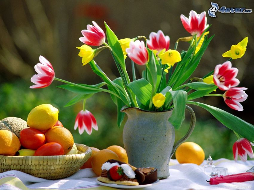 ramo, tulipanes, mesa, fruta, pastel