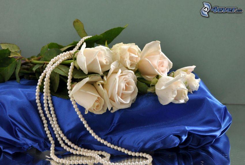 ramo de rosas, perlas, collar