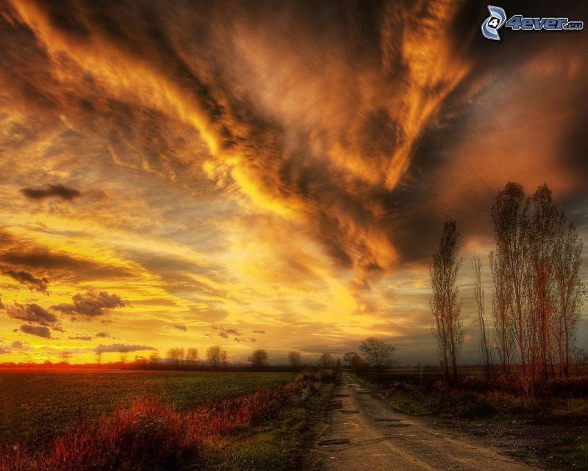 puesta de sol anaranjada, camino, nubes
