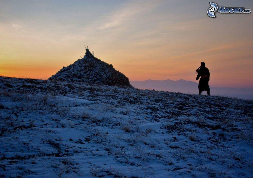 silueta de mujer, nieve, después de la puesta del sol