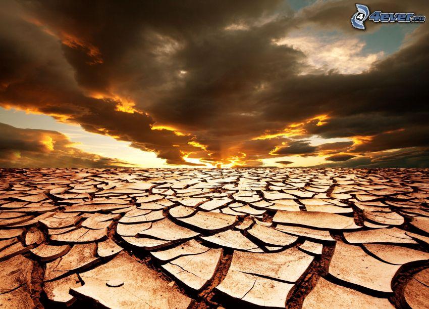 tierra seca, nubes, puesta del sol