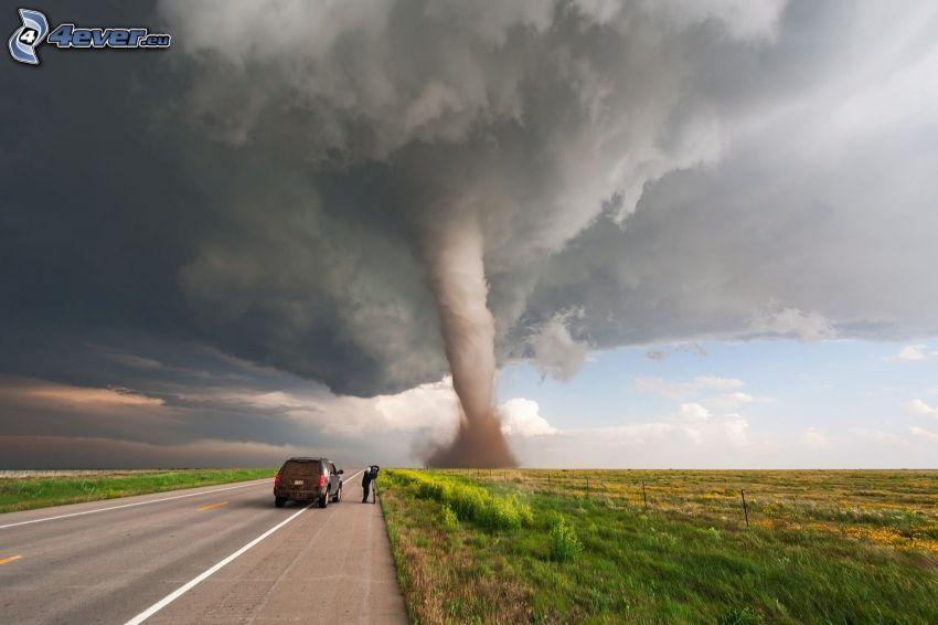 tornado, camino, coche, fotógrafo