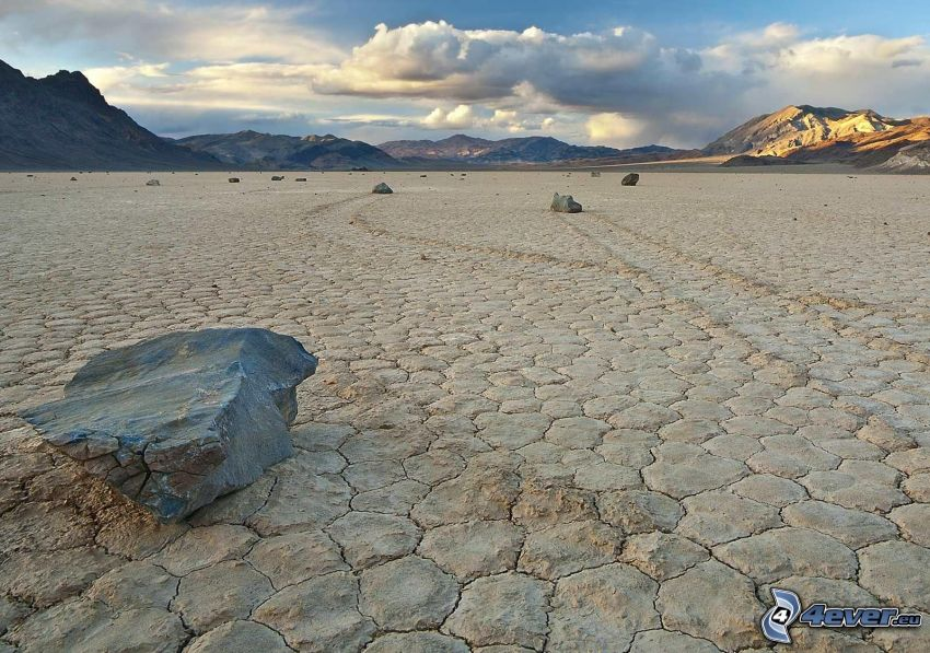 Valle de la Muerte, paisaje de estepa seca, piedras flotantes