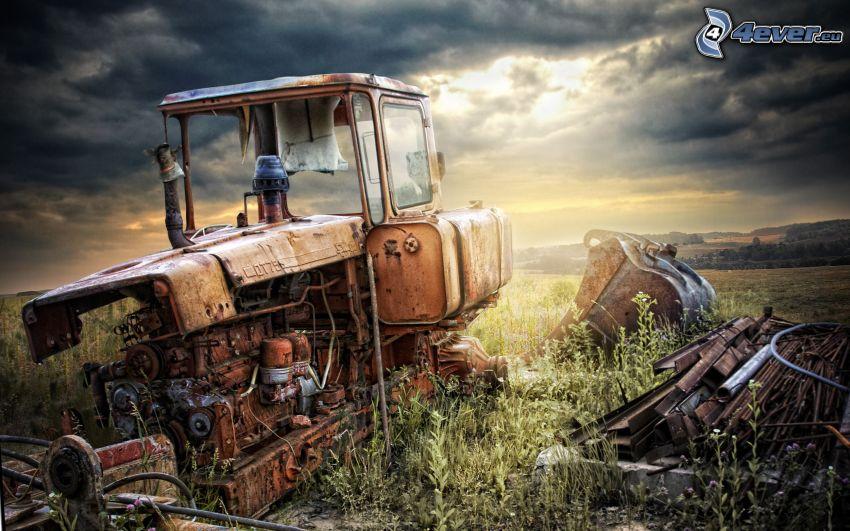 antiguo tractor abandonado, naufragio, HDR
