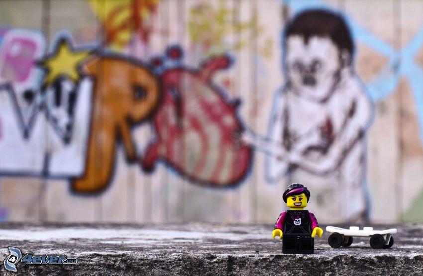 figurita, skateboard, Lego, grafiti
