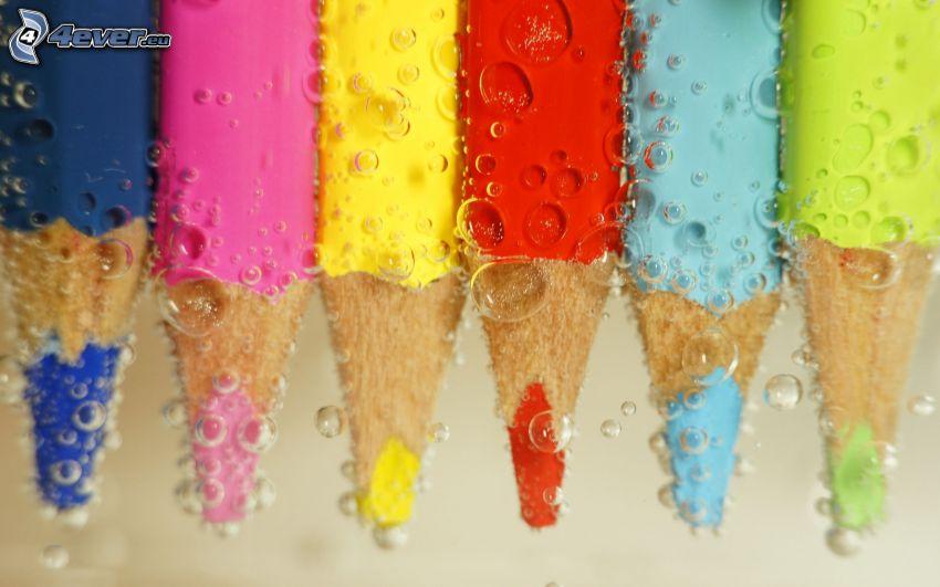 lápices de colores, agua, burbujitas