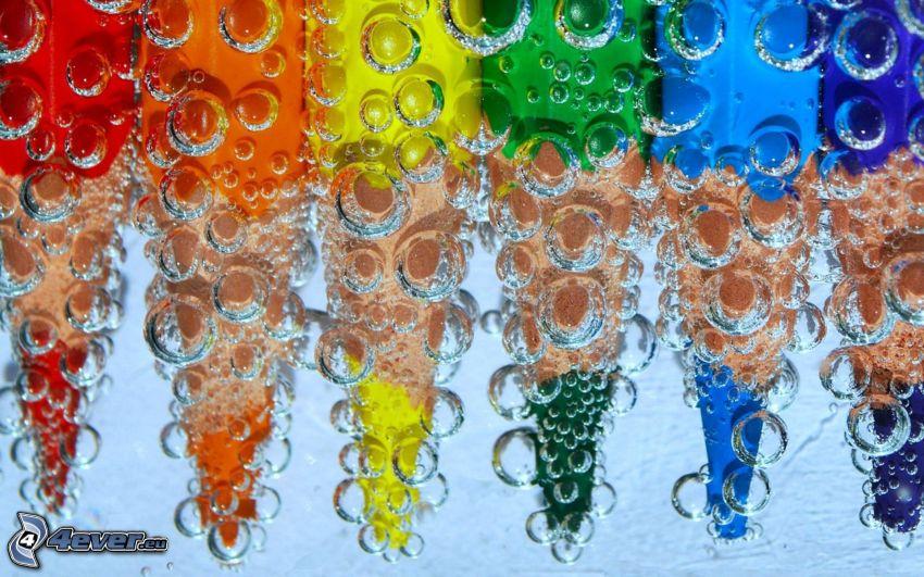 lápices de colores, burbujas