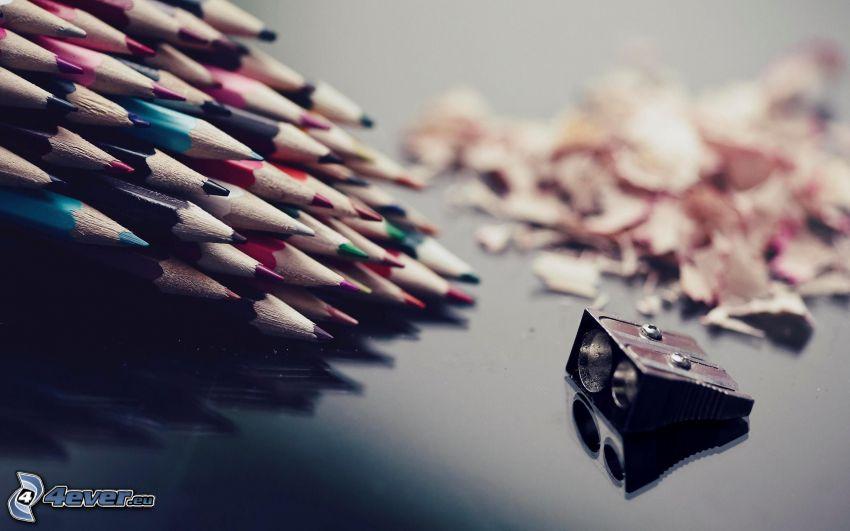 lápices de colores, rallador