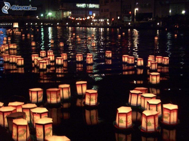 luces en el agua, río, ciudad de noche