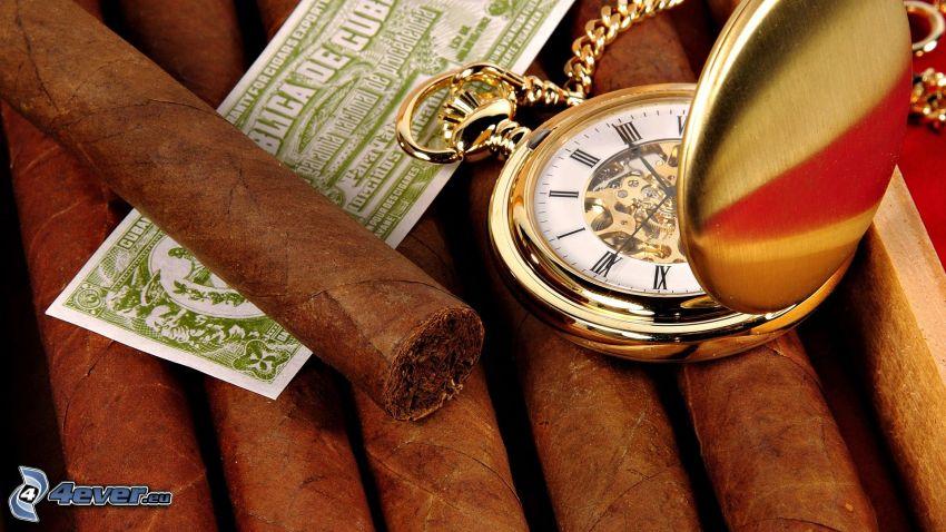 reloj histórico, cigarros, dinero