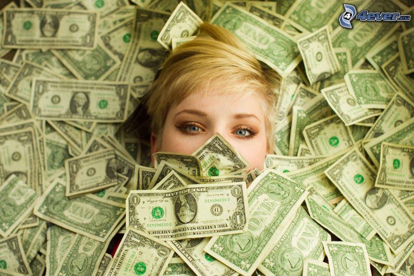 rubia, un montón de dinero, dólares