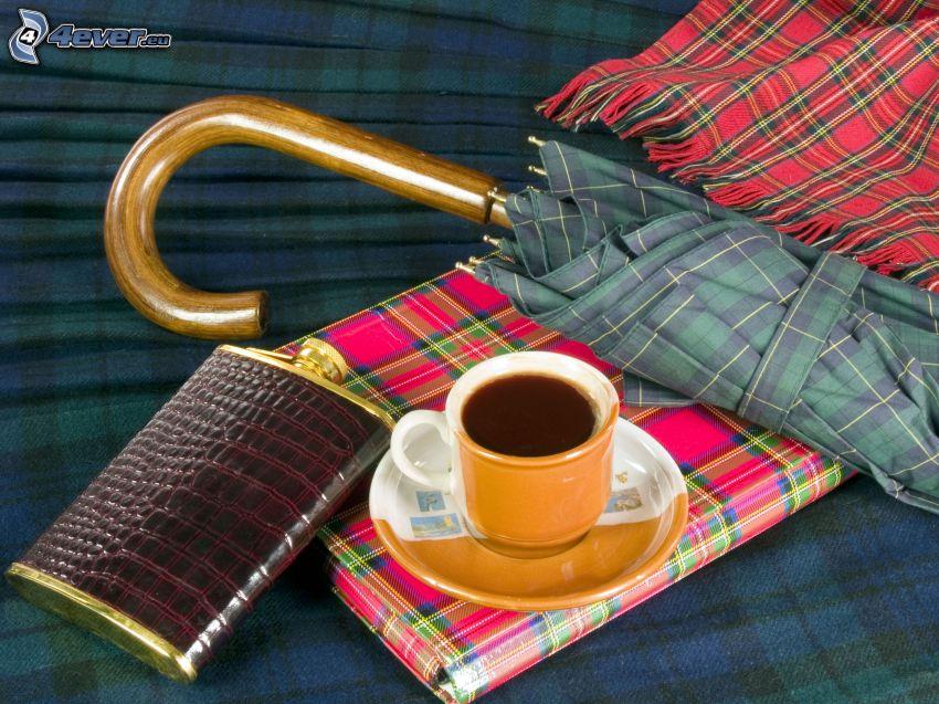taza de café, paraguas, manta