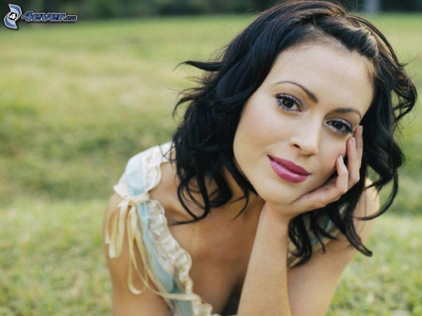 Alyssa Milano, mujer en el parque