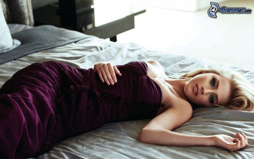 Amber Heard, mujer en la cama