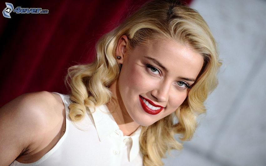 Amber Heard, sonrisa, labios rojos