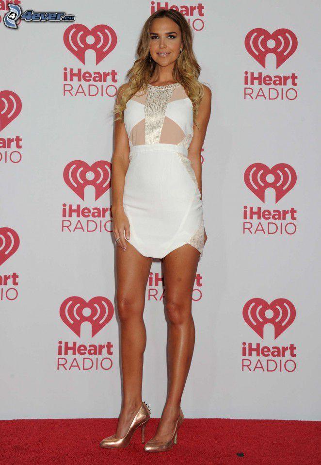 Arielle Kebbel, vestido blanco