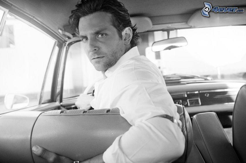 Bradley Cooper, mirada, coche, Foto en blanco y negro