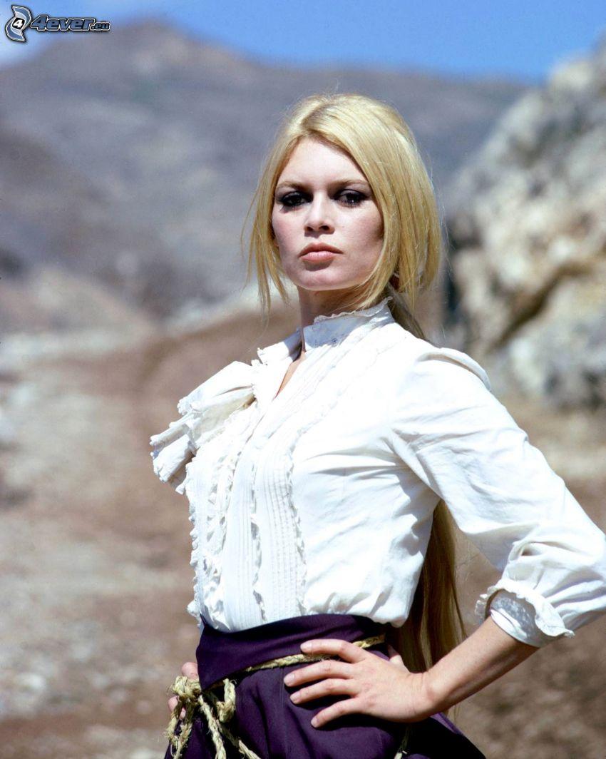 Brigitte Bardot, camisa blanca