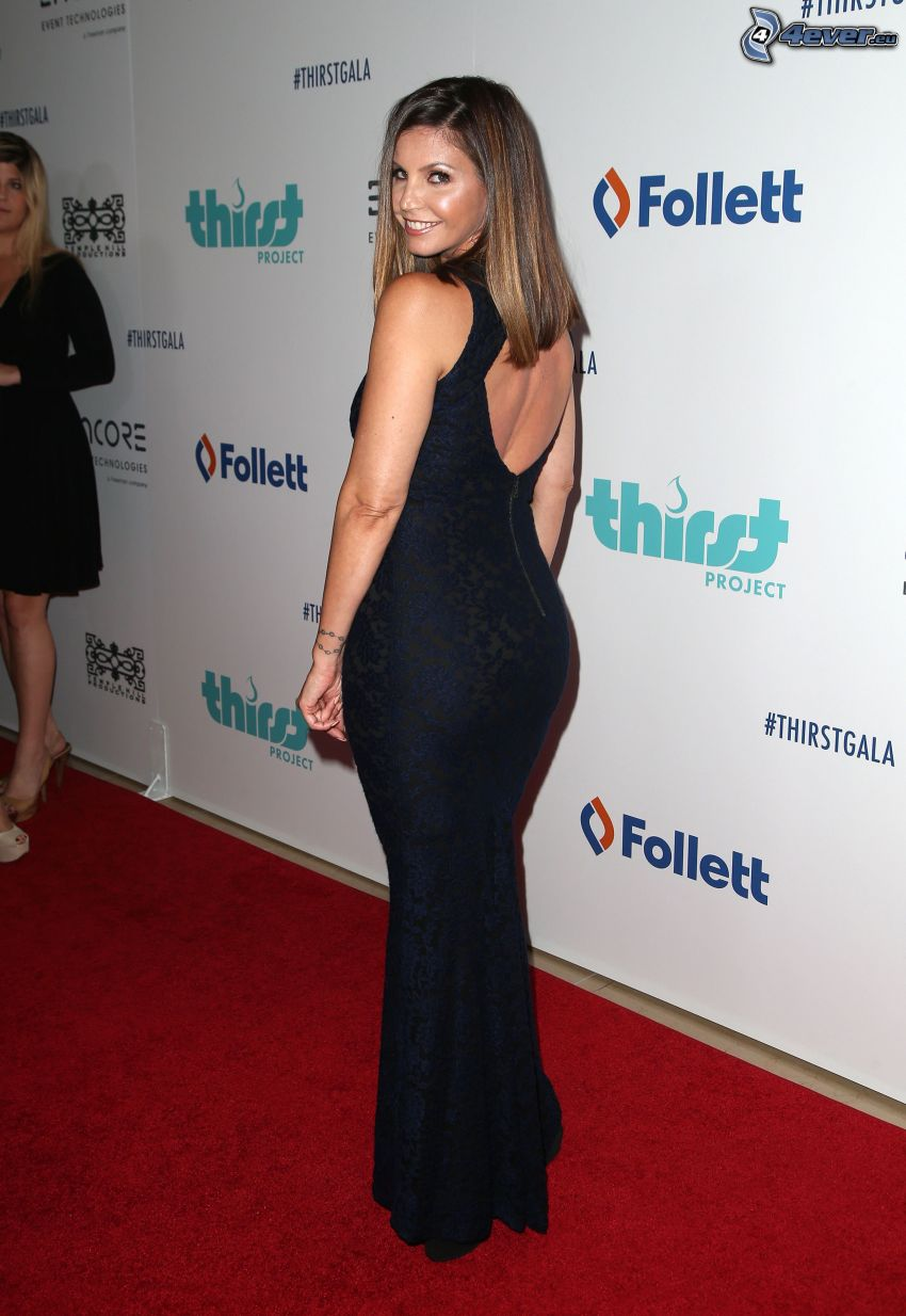 Charisma Carpenter, vestido negro