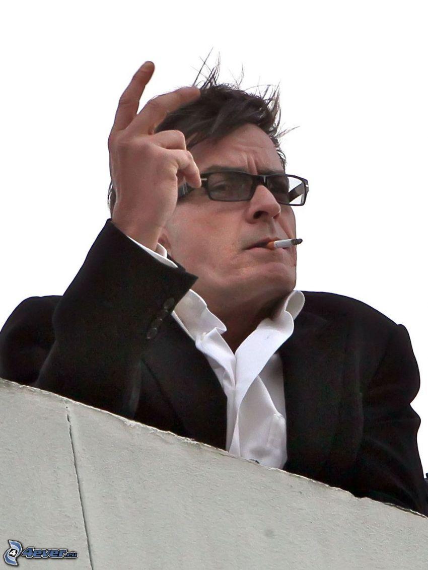 Charlie Sheen, fumar