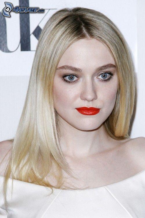 Dakota Fanning, labios rojos