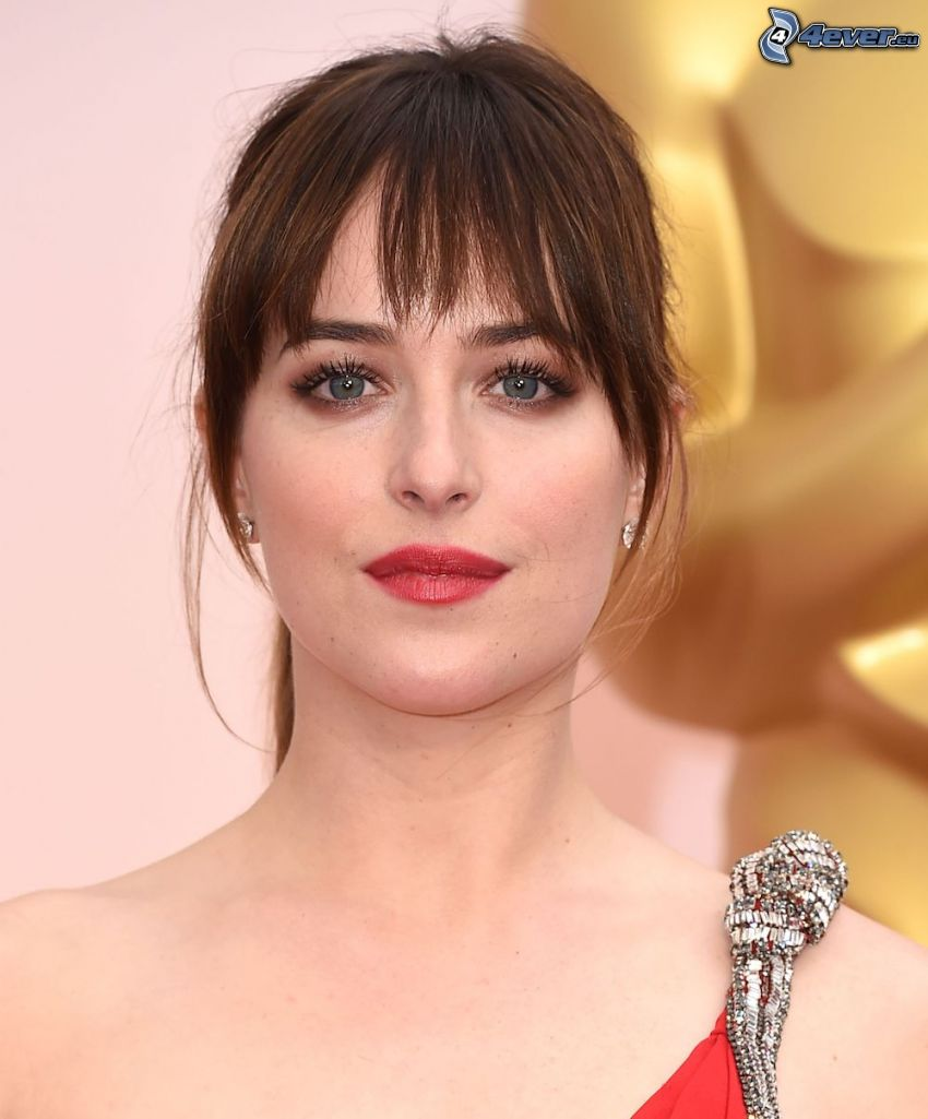 Dakota Johnson, labios rojos