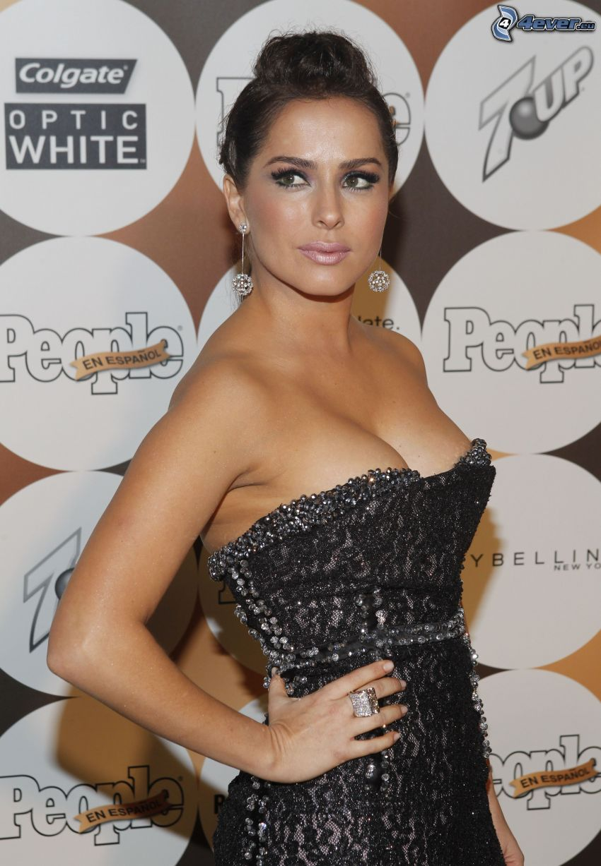 Danna Garcia, vestido negro